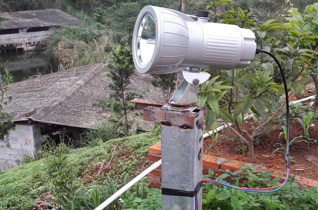 outdoor manual searchlight -night security lighting engineering for farming